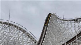 日本「長島溫泉樂園」雲霄飛車「白色旋風」(White Cyclone)(圖/翻攝自推特)