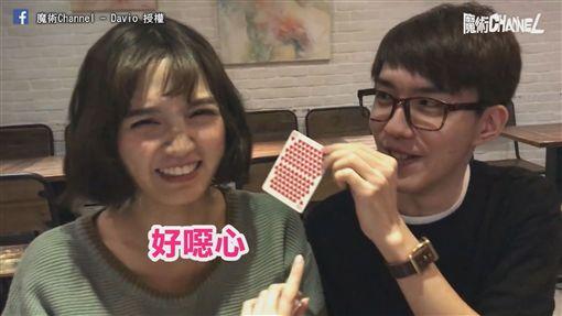 撲克牌變出許多愛心