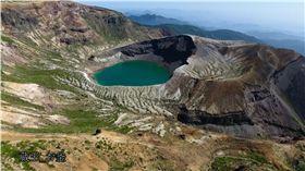 訪日民眾留意!日本藏王山近期多次火山活動 日本,藏王山,藏王連峰,圖/翻攝自DronePlus ドローンプラスYouTube