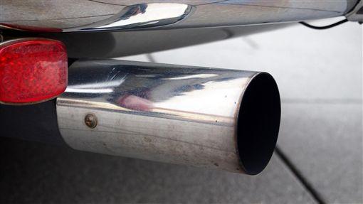 16:9排氣管 廢氣 汙染 烏賊車圖/翻攝自pixabayhttps://pixabay.com/photo-2812822/