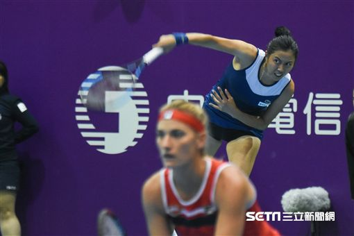 WTA台灣公開賽女子雙打詹皓晴、芭波絲 Timea Babos。(圖/記者林敬旻攝)