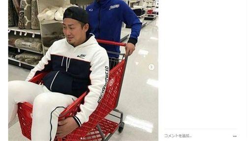 中田翔玩手推車被罵翻。(圖/翻攝自網路)