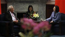 總統蔡英文接見「索羅門群島國會議長納許(Ajilon Jasper Nasiu)伉儷訪問團」。(總統府提供)