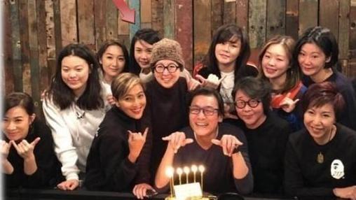 梁家輝慶祝60歲生日,江嘉年,佘詩曼、范姜,邱淑貞。(翻攝自微博)