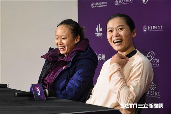 WTA台灣公開賽女雙張凱貞、莊佳容。 圖/記者林敬旻攝