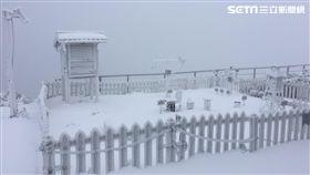 玉山下雪(圖/氣象局提供)