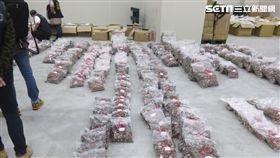 新北市衛生局現場發現該公司疑似將來源不明之香菇標示產地為「韓國」出貨(圖/新北市衛生局提供)