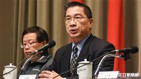 行政院發言人徐國勇召開會後記者會並公布央行總裁楊金龍人事案。 圖/記者林敬旻攝