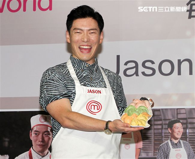 Jason Wang出席「Star World廚神當道美國版8」記者會,開心回台吃美食,滷肉飯、臭豆腐、不放過。(記者邱榮吉/攝影)