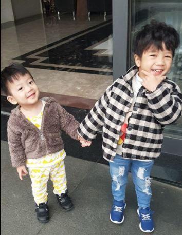 陳仙梅帶小孩遊新加坡 當街崩潰怒吼 (圖/翻攝自陳仙梅臉書)