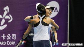 WTA台灣公開賽女雙張凱貞、莊佳容。 圖/記者蔡宜瑾攝