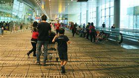 新加坡樟宜機場  旅人安靜候機免受噪音干擾寧靜機場希望把機場變成更舒適的休憩空間,新加坡樟宜機場今年元月起取消登機廣播,讓旅人候機時不再聽到惱人的噪音干擾。中央社記者黃自強新加坡攝 107年1月7日