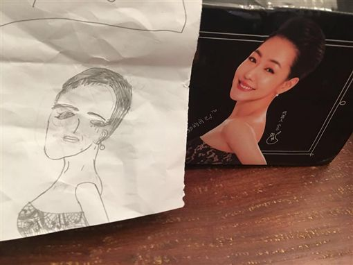 許老三畫「巨星母」 小S哭笑不得!網安慰:胸的尺寸對了 圖/翻攝自小S臉書