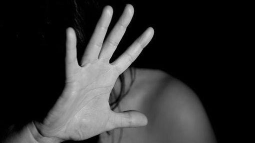 老公堂哥試圖性侵,人妻拒絕竟遭兩人凌虐致死。(圖/翻攝Pixabay)