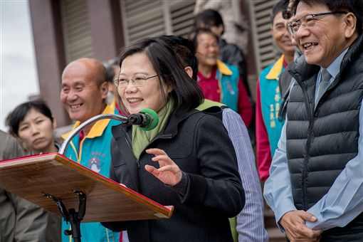 蔡英文總統4日出席屏東車城福安宮祈福揭匾。(圖/總統府提供)