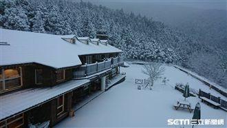 太平雪景美炸!翠峰山屋成白色大地