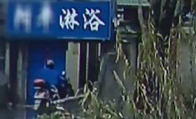 澡堂離奇命案!老翁屍遭綁磚頭沉河底 圖/翻攝自微博
