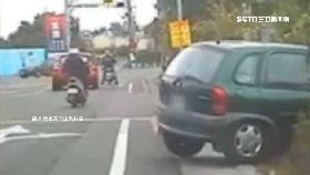 練車撞圍籬1200