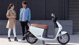 超過百台的Gogoro 2系列於今年夏天在西班牙馬德里奔馳。(圖/Gogoro提供)