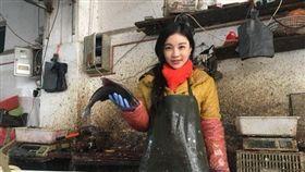 江蘇賣魚正妹娟子。(圖/翻攝自微博)