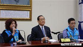 國民黨基隆市長候選人由謝立功出線(右),宋瑋莉謙讓(左)