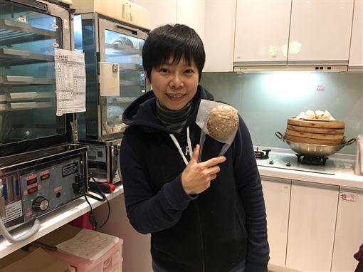 曾心梅,金曲歌后轉戰賣包子饅頭(記者郭奕均攝影)