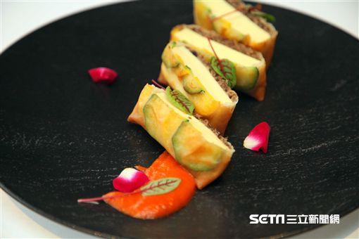 圍爐,年菜剩菜,年菜再利用,台北君悅酒店,寶艾西餐廳,威靈頓豆腐。(圖/記者簡佑庭攝)