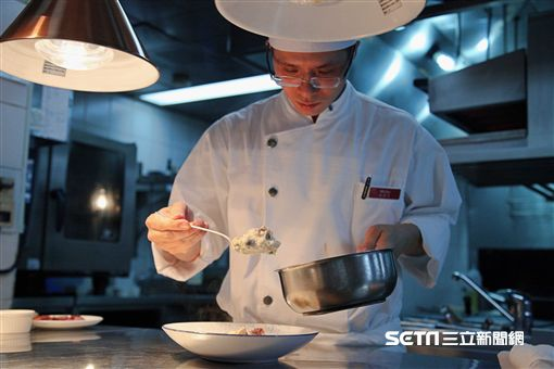 圍爐,年菜剩菜,年菜再使用,台北君悅酒店,寶艾西餐廳,臘腸義式燉飯。(圖/記者簡佑庭攝)