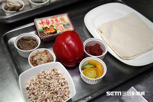 圍爐,年菜剩菜,年菜再使用,台北君悅酒店,寶艾西餐廳,威靈頓豆腐。(圖/記者簡佑庭攝)