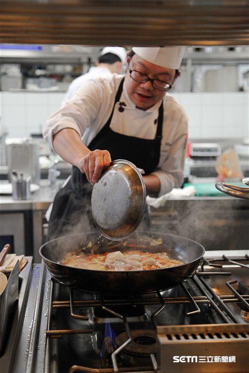 圍爐,年菜剩菜,年菜再操縱,誠品德旅,起司海鮮辣炒蘿蔔糕。(圖/記者簡佑庭攝)