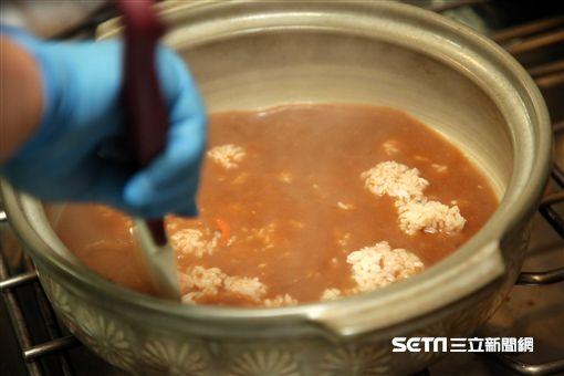 圍爐,年菜剩菜,年菜再行使,誠操行旅,石狩鍋,雜炊。(圖/記者簡佑庭攝)