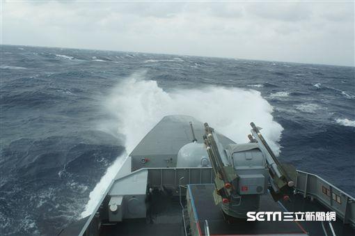 康定軍艦協搜黑鷹直升機 海軍司令部提供