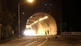 蘇花公路全線搶通!擔心再有落石 救災人員及機具優先通行 圖/翻攝自蘇花公路即時路況