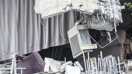 花蓮強震,雲門翠堤現場,鋼筋遭到扯斷。 圖/記者林敬旻攝