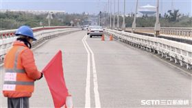 花蓮大橋,錯位,地震。(圖/記者蔡世偉攝)
