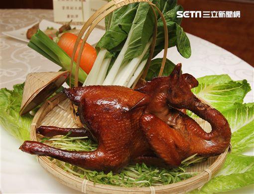 老母雞也有春天傳承與創新,老母雞實用料理大賽開跑囉。(記者邱榮吉/攝影)