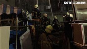 台北重慶南路倉庫火災 3消防員不慎從5樓摔至1樓/翻攝畫面