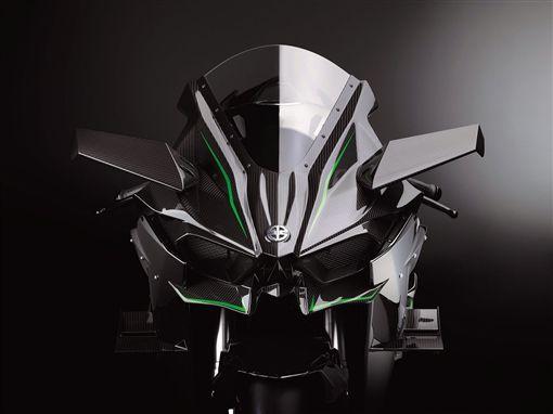 Kawasaki發表的渦輪H2R,車頭與整流罩兩頭也有像機翼一樣的定風翼。(圖/翻攝Kawasaki網站)