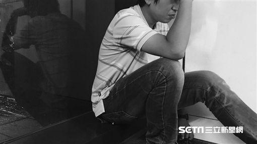 焦慮,沮喪,哭泣,難過,憂鬱,傷心,頭痛,壓力(圖/記者馮珮汶攝)