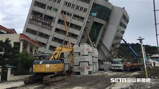 0209雲翠、地震、大型機具進駐(圖/記者盧冠妃攝)