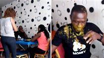 奈及利亞一名已婚男子與小三約會偷情,沒想到竟被正宮逮個正著,正宮竟衝著老公,不僅搧他耳光,還將桌上的咖理往他身上潑,完全沒對小三暴怒,只希望小三能看清這男人的真面目。不少網友看到後紛紛直呼男子活該,並大讚妻子「做得好」。(圖/翻攝自《Gossip Mill Nigeria》臉書)