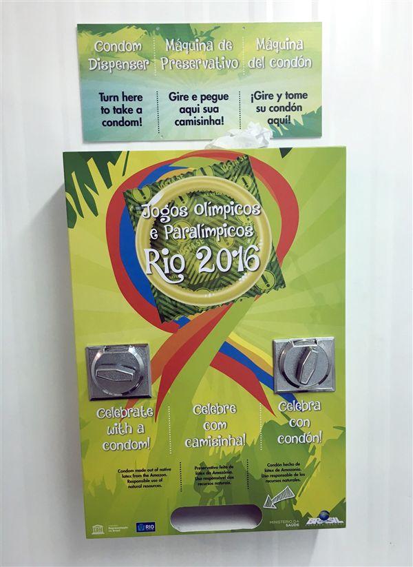 ▲里約奧運的保險套機被選手嫌「轉動時太大聲」。(圖/美聯社/達志影像)