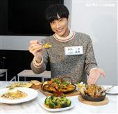 陳彥名手做地中海風味情人節套餐,搶搭暖男接班人。(記者邱榮吉/攝影)