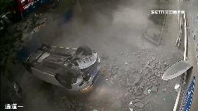 陸車墜一樓1800