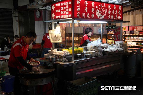 嘉義小吃,美食,文化路夜市,珍珍蚵仔煎海鮮粥。(圖/記者簡佑庭攝)