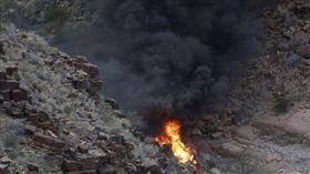 美國一架觀光直升機墜毀大峽谷,3死4傷。(圖/翻攝ABC NEWS)