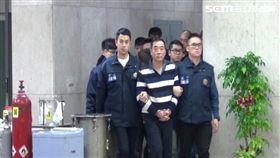 李男從國外進口大批機具及原料,並在北台灣設立製毒據點,還利用娃娃車運送毒品,警方一舉逮捕李男在內等7人,當場查扣上千公斤的製毒原料,全案訊後依毒品罪移送法辦(翻攝畫面)