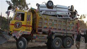 巴基斯坦南部信德省大城海德拉巴(Hyderabad)發生重大車禍,造成11死2傷(圖/翻攝自推特)