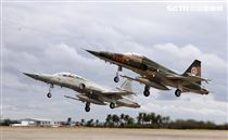 107年空軍春節加強戰備。(記者邱榮吉/攝影)