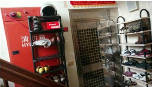 鄰居,樓梯間,滅火器,消防栓,爆怨公社,檢舉,消防箱 圖/翻攝自爆怨公社